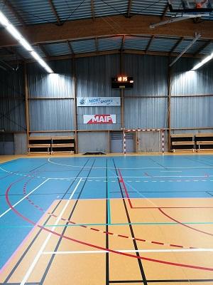 Effaçage terrain badminton - Paris - Sarl Trace Plus